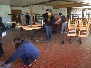 @MbasuCNN tweetted-Volunteers sweep broken glass at Snappy's Bar & Grill in #Ferguson.