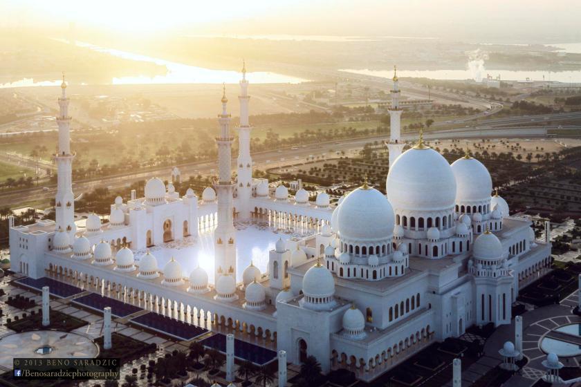 Sheikh Zayed Grand Mosque at sunrise
