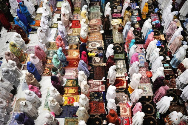 Indonesians Muslims pray in the first Tarawih as Muslims begin fasting for Ramadan at Al-Akbar Mosque in Surabaya, Indonesia Robertus Pudyanto / Getty Images