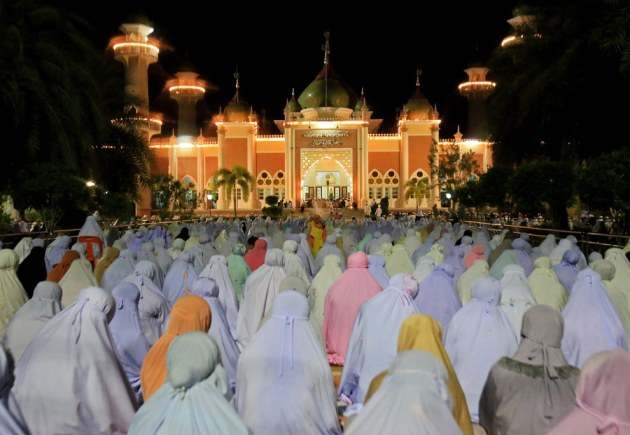 Thai Muslim women pray at the Pattani Central Mosque to mark the holy month of Ramadan in Pattani. Tuwaedaniya Meringing / Getty Images